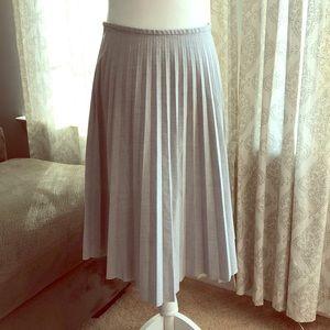 Pleated Midi Skirt 💋